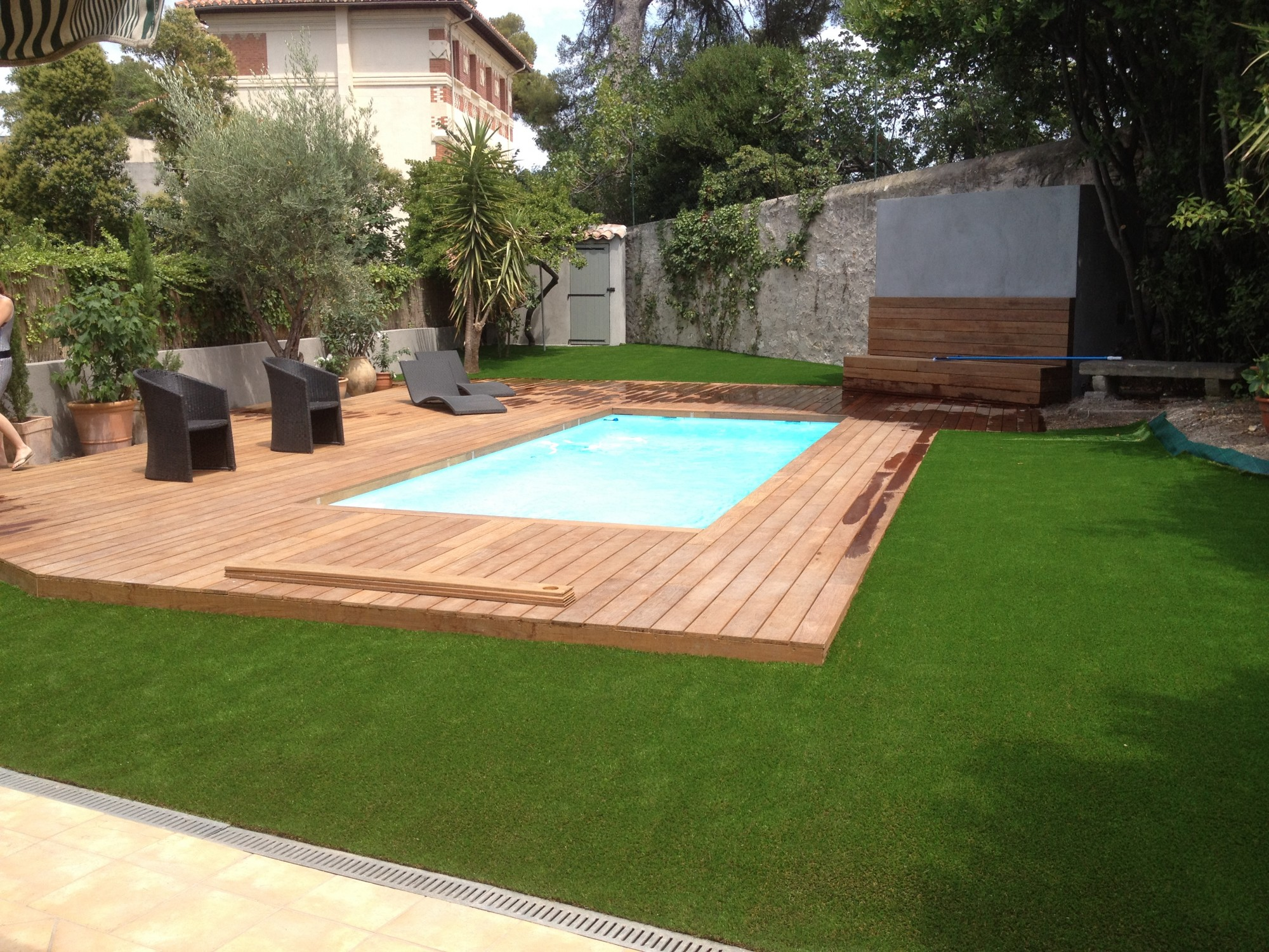 Pose gazon synthetique sur terrasse bois for Piscine et jardin marseille 2017