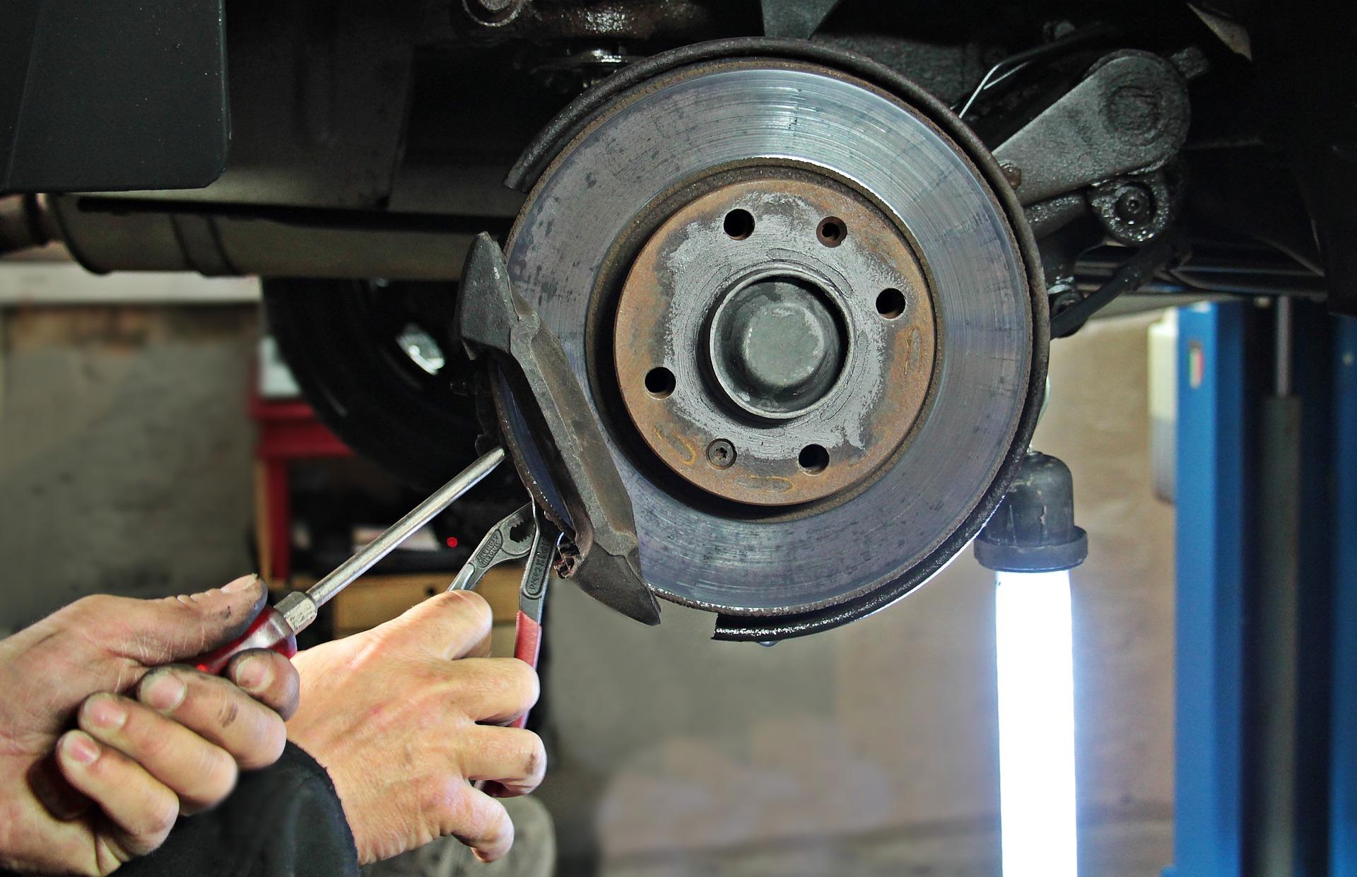 201804GPAAML-862-9176-7 auto-repair-1954636_1920